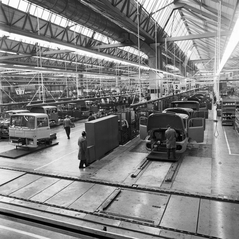 פס ייצור במפעל ב-1966